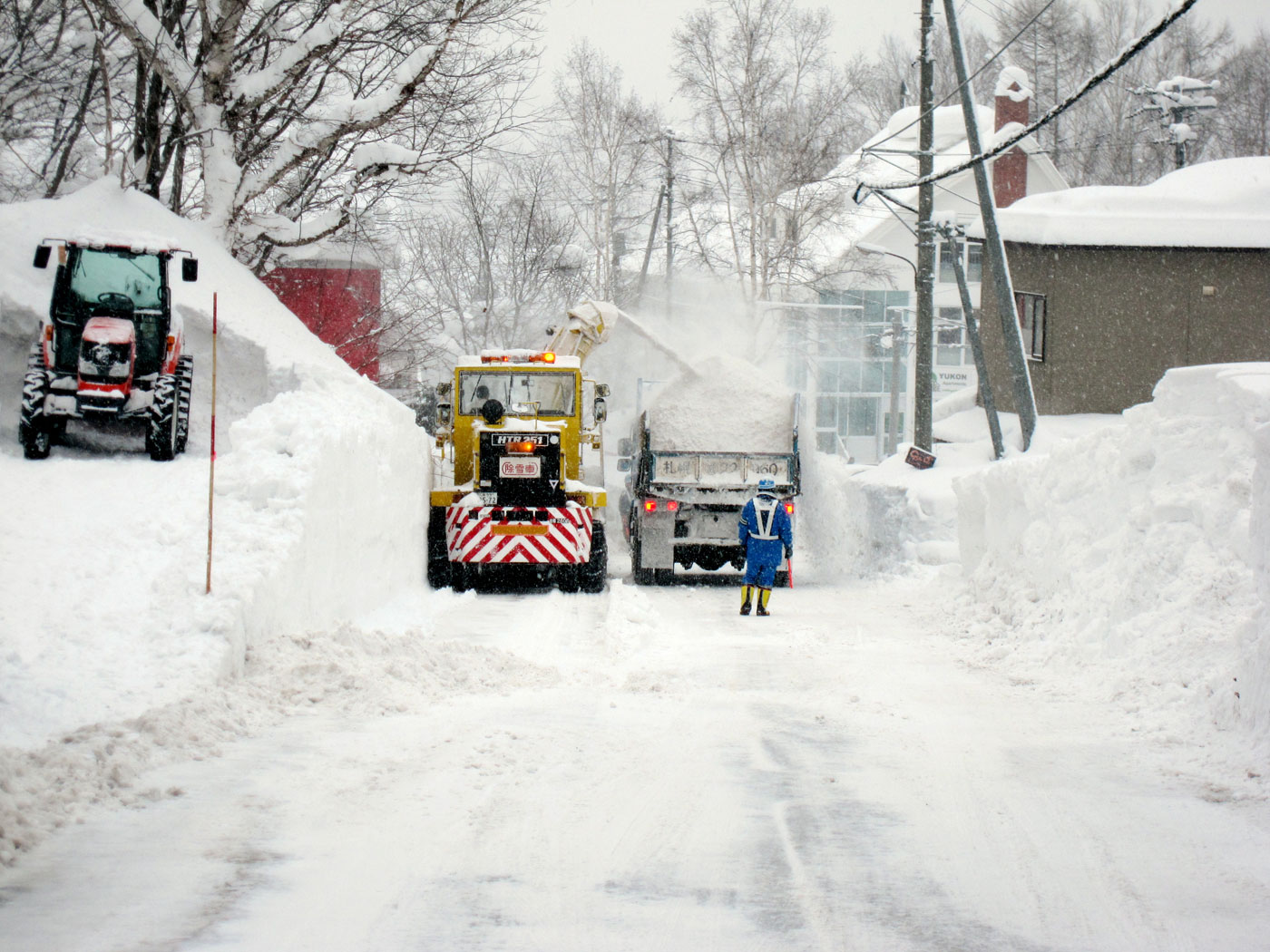 Snow clearing in Hirafu